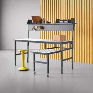 Stół roboczy CARGO, podajnik + wysuwana półka, 2000x750 mm, akcesoria