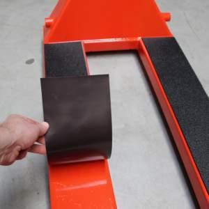 Magnetyczne nakładki antypoślizgowe na widły wózka, dł.: 1000 mm, para nakładek