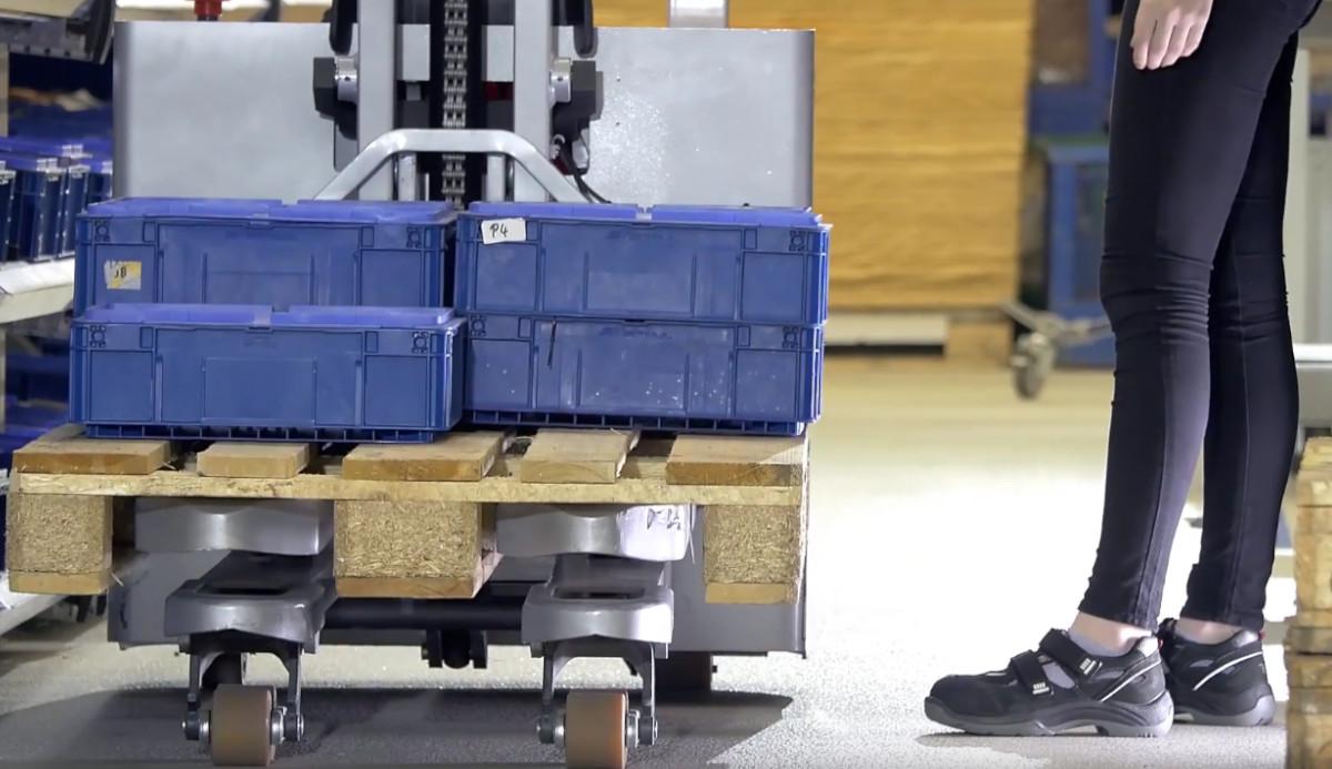 Porównanie ręcznych wózków widłowych - sprawdź jak wybrać odpowiedni paleciak