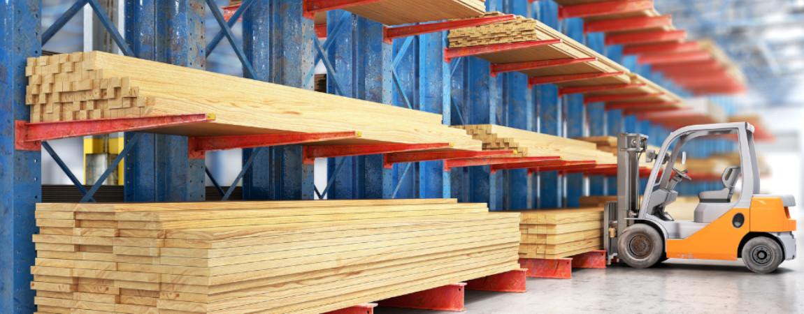 Regały wspornikowe w składowaniu dłużycowych materiałów budowlanych