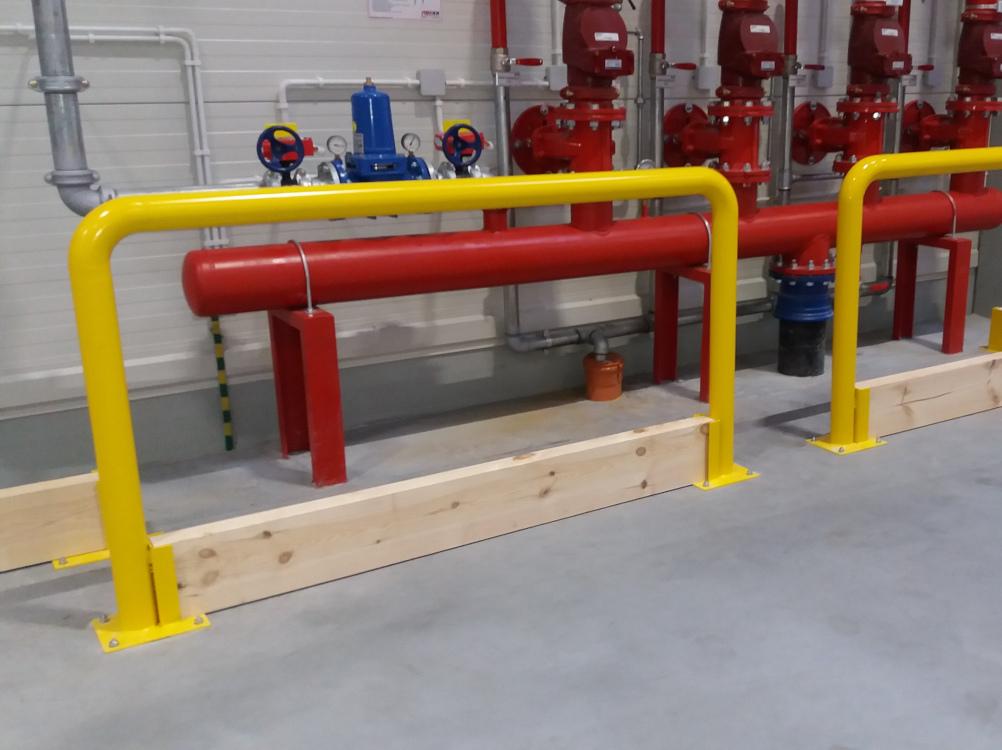 Odbojnica rurowa z bortnicą chroniąca instalację hydrauliczną magazynu